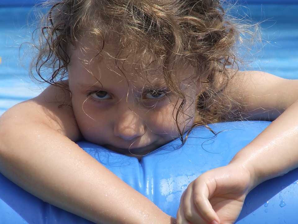 holčička ve vodě