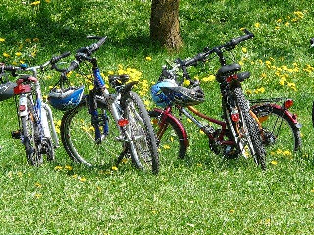 zaparkovaná jízdní kola